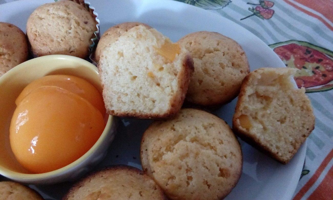 Cupcake alla marmellata di albicocche e pesce sciroppate