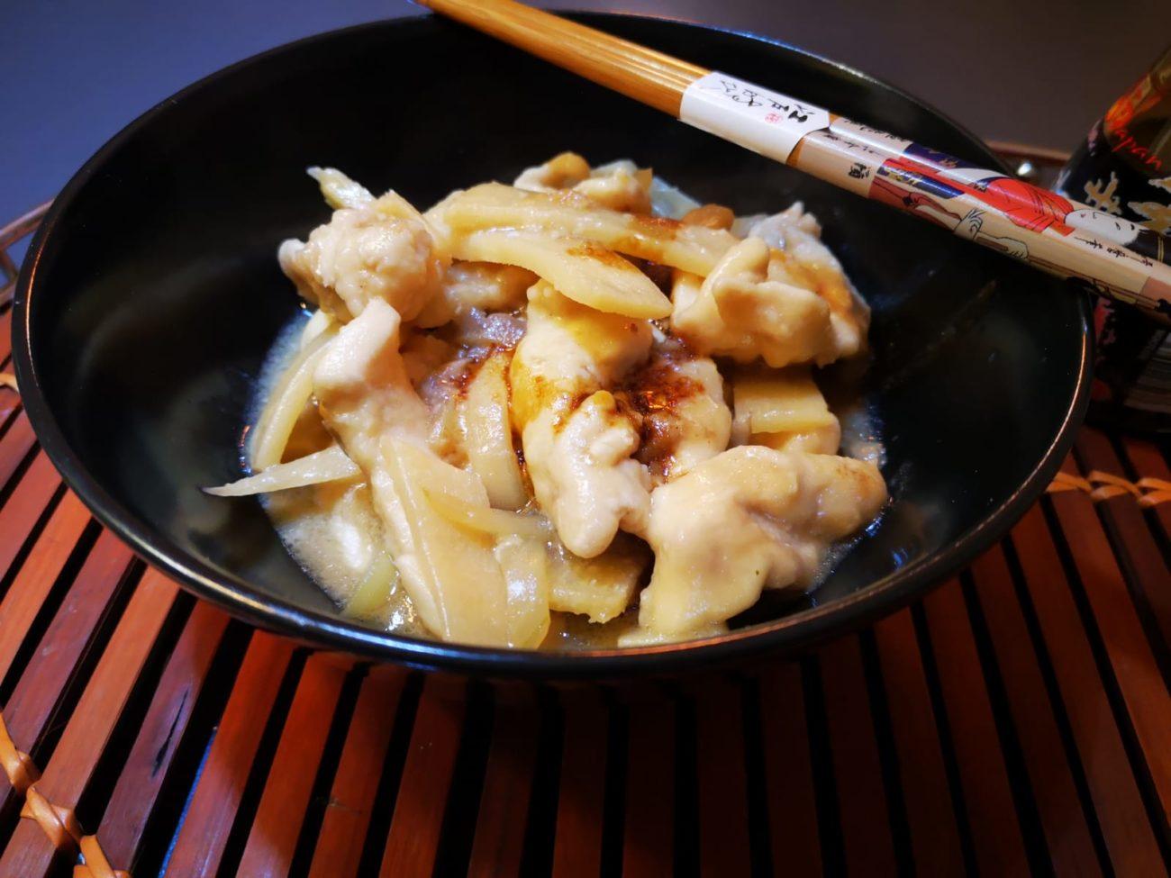 Straccetti di pollo con funghi e bambu'
