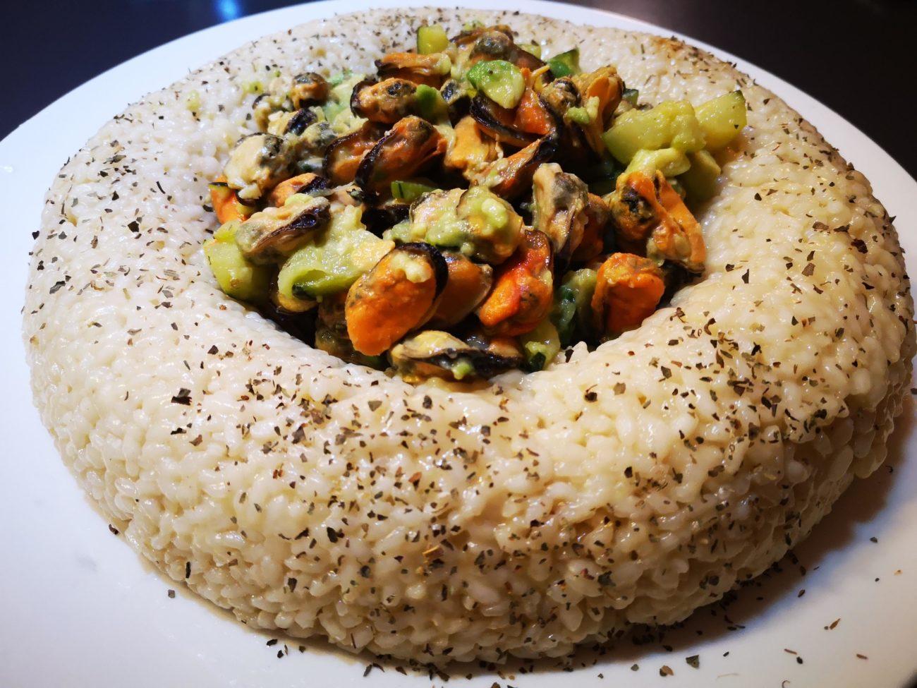 Corona di riso e cozze