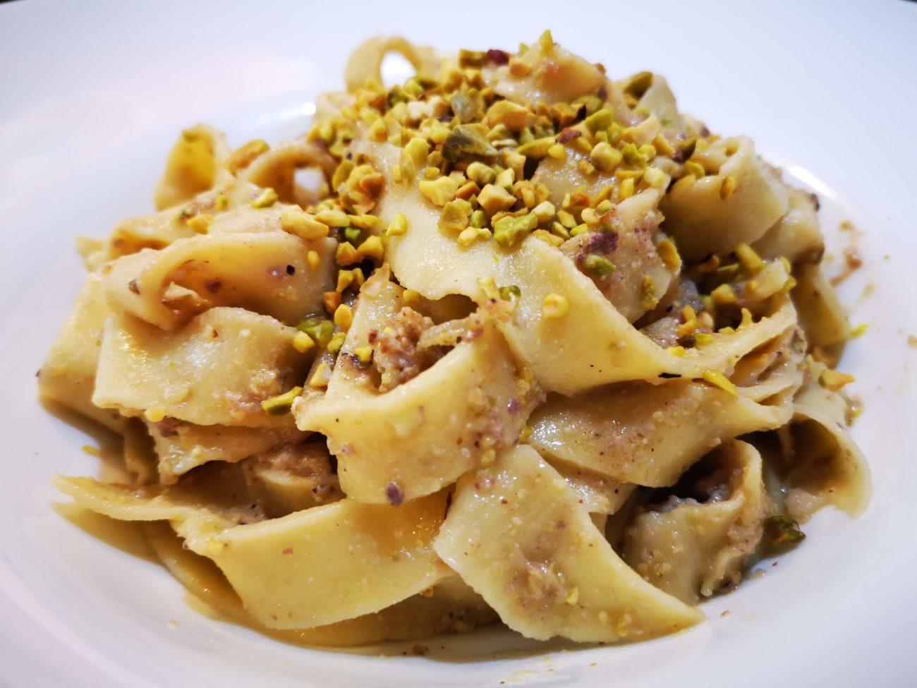 Pasta fresca al pistacchio con ragù di canocchie