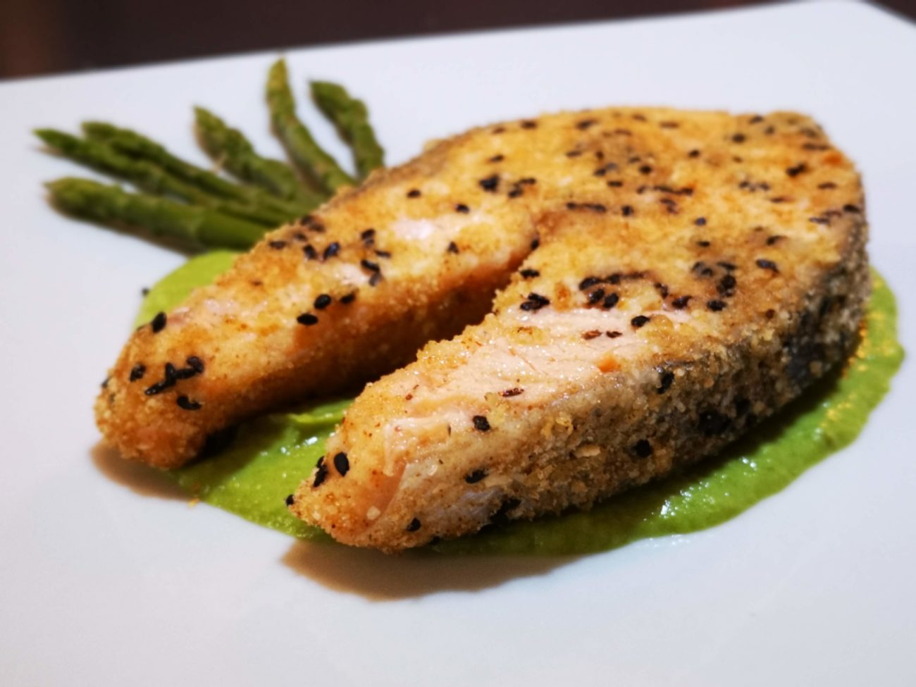 Salmone impanato su crema agli asparagi